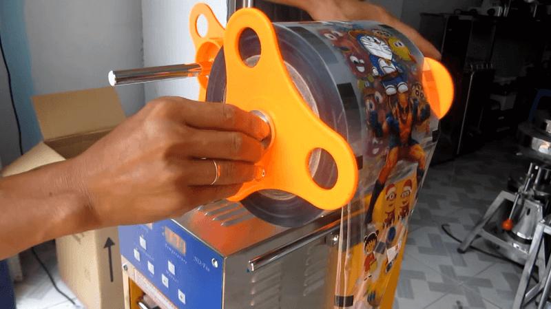 Máy ép miệng ly nhựa ATAI không số