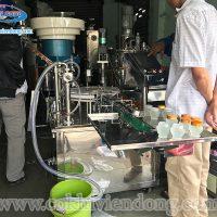 Máy chiết rót và đóng nắp chai tự động