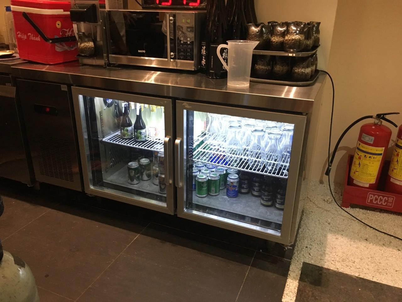 bàn lạnh quầy bar