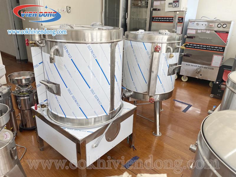 máy nấu sữa đậu nành (bên phải)
