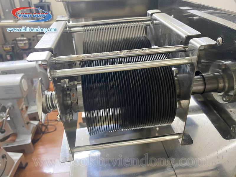 Máy thái thịt thay dao TD 105