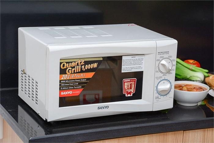 Dùng lò vi sóng để nướng bánh? Cũng không nốt